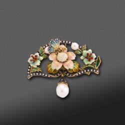Be/Colgante estilo Art Nouvoux con decoracion en esmalte, Brillantes y perla.